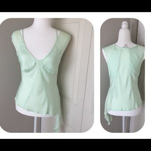Super cute blouse with modern ruffles at side